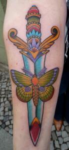 Ziguri_Tattoo_Berlin_Schöneberg_Dolch_Motte
