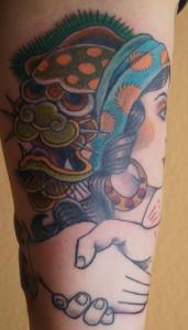Ziguri_Tattoo_Berlin_Schöneberg_Oldshool_Zigeunerin_Drache_Handshake