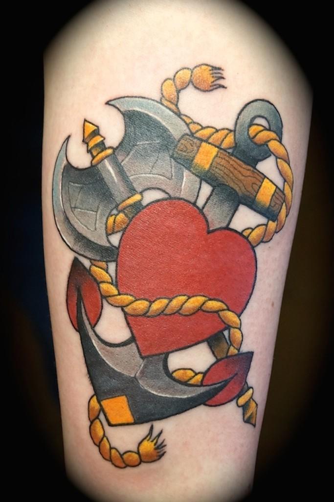Ziguri#tattoo#berlin#schöneberg#glaube#liebe#hoffnug#doppelaxt#herz#anker#