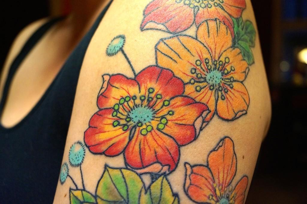Ziguri#Tattoo#Berlin#Schöneberg#Blüten#Oberarmtattoo