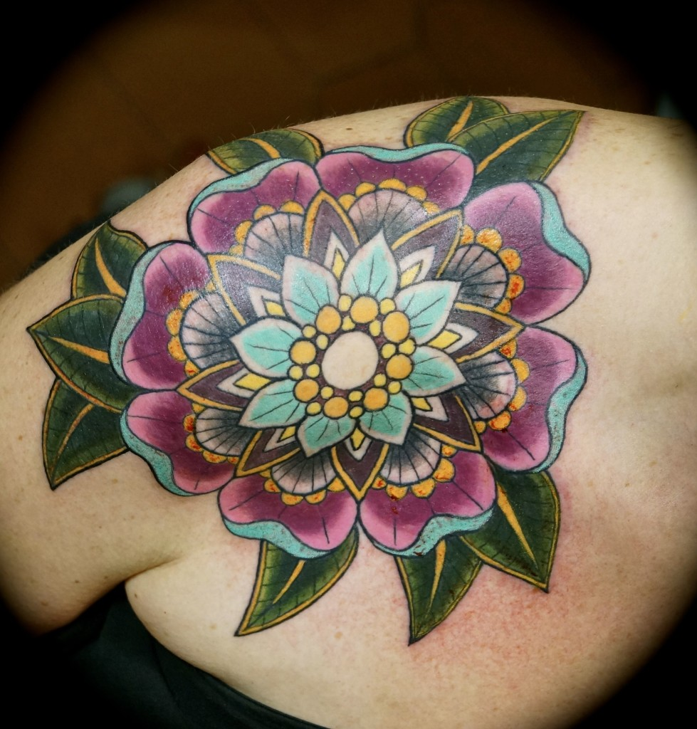 #ziguritattoo#berlintattoo#tattoo berlin schöneberg#mandalablüte tattoo#